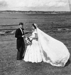 weddings-2014-09-1-jackie-kennedy-wedding-dress-picture-0916-main