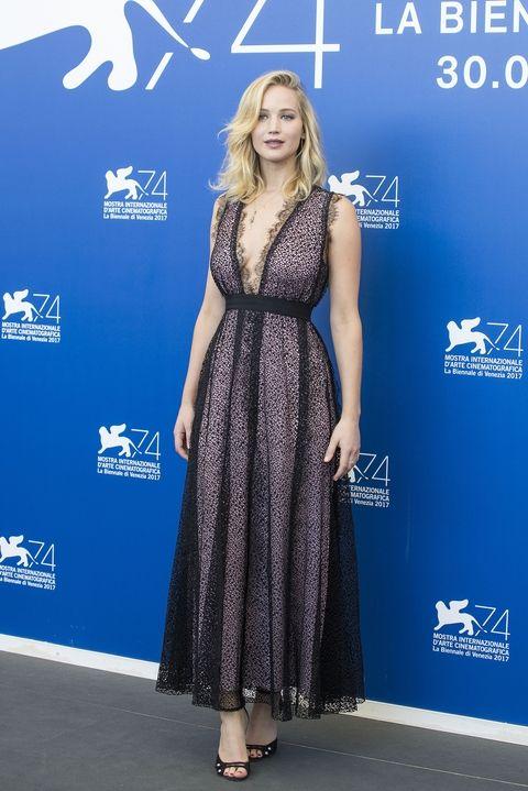 wrzesień 2017, konferencja prasowa podczas Festiwalu Filmowego w Wenecji (suknia Giambattista Valli)